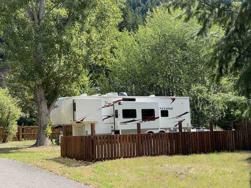 Central Campsites – Coyote's Den – Pull thru for RVs over 33 feet